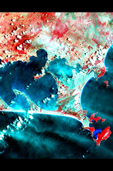 As imagens obtidas com o novo satélite serão utilizadas, entre outras funções, para mapear queimadas, monitorar o desflorestamento da Amazônia, acompanhar a expansão agrícola e estudar a área de desenvolvimento urbano