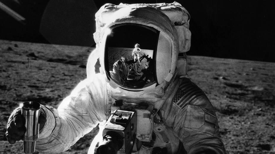 <p>O astronauta Alan Bean durante a missão Apollo 12 na Lua, em 1969</p>