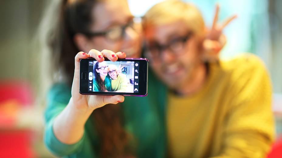 Selfie, autorretrato tipicamente registrado por um smartphone, é eleito a palavra do ano segundo o dicionário Oxford