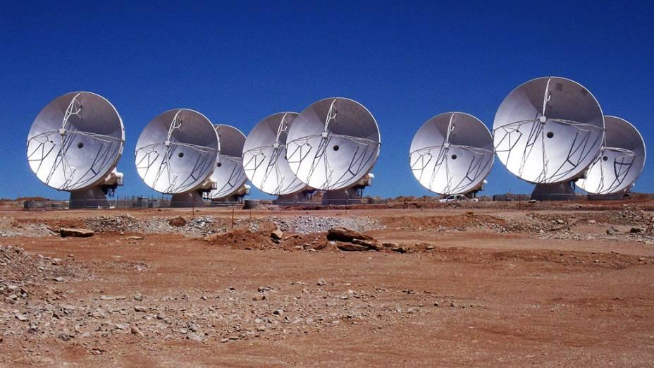<p>As antenas do ALMA foram instaladas a mais de 5.000 metros de altitude, no platô Chajnantor, no deserto do Atacama, Chile</p>