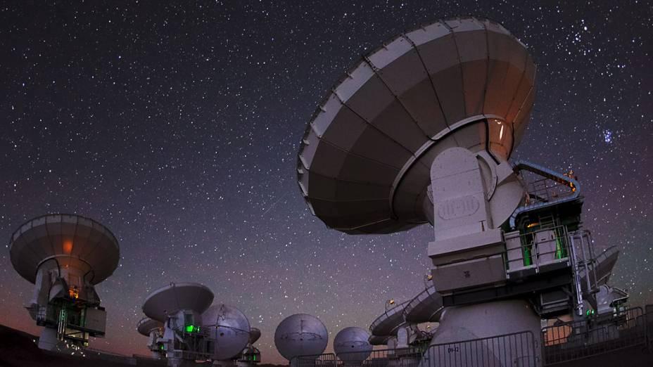<p>Por lidar apenas com comprimentos de onda invisíveis, o ALMA pode operar 24 horas por dia</p>