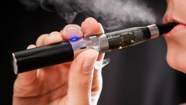 Uso de cigarro eletrônico não ajuda a largar o vício | VEJA