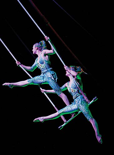 <em>Ovo</em> foi escrito, coreografado e dirigido pela brasileira Debora Colker.