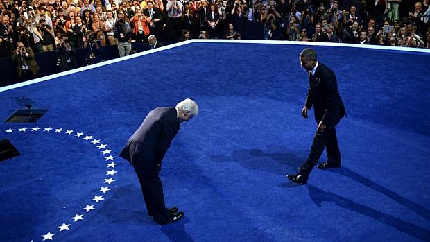 Clinton faz reverência para Obama durante a convenção democrata em Charlotte, na Carolina do Norte