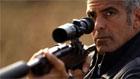 George Clooney como Jack, um assassino profissional perseguido por inimigos no filme The American