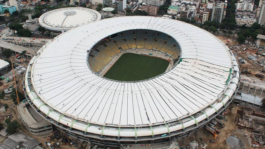Cobertura do novo Maracanã foi totalmente instalada. O estádio, que terá capacidade para aproximadamente 79 mil pessoas, todas sentadas, receberá o primeiro evento-teste no dia 27