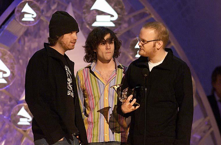 Em 2002, o primeiro Grammy: <em>Parachutes</em> venceu a categoria de melhor álbum alternativo do ano.