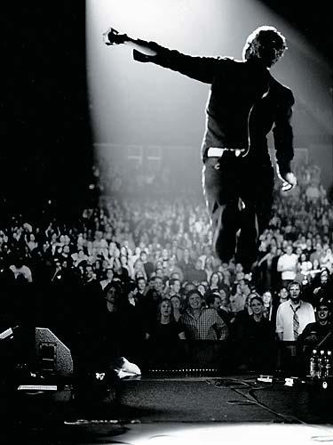 O CD e DVD <em>Live 2003</em> foi gravado em Sydney, Austrália, durante a primeira turnê internacional, que passou pelo Brasil.