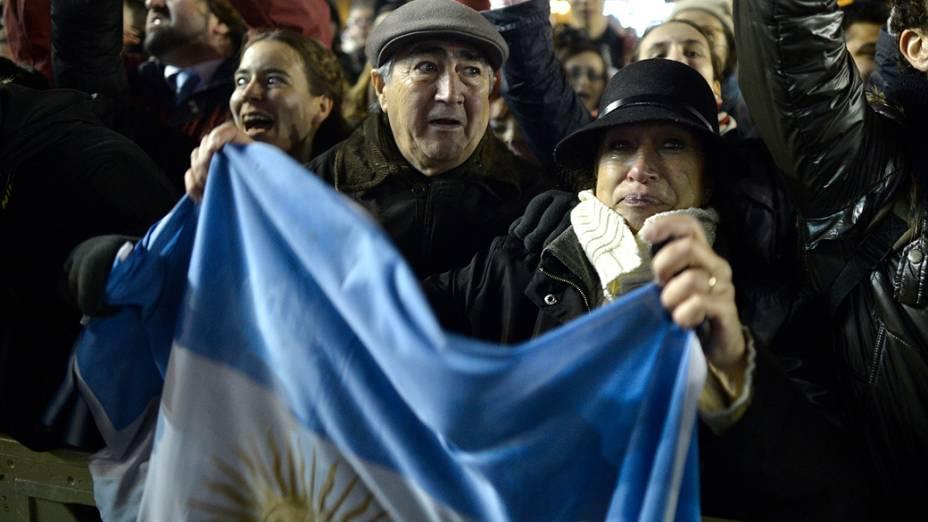 Movimentação na Praça São Pedro, após anuncio da escolha do novo papa Francisco
