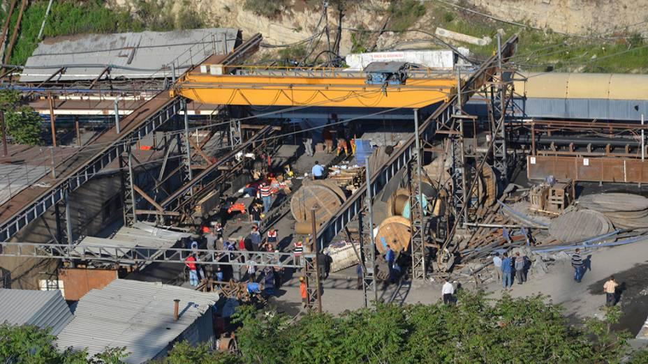 Visão geral da mina de carvão onde os mineiros estão presos, no oeste da Turquia