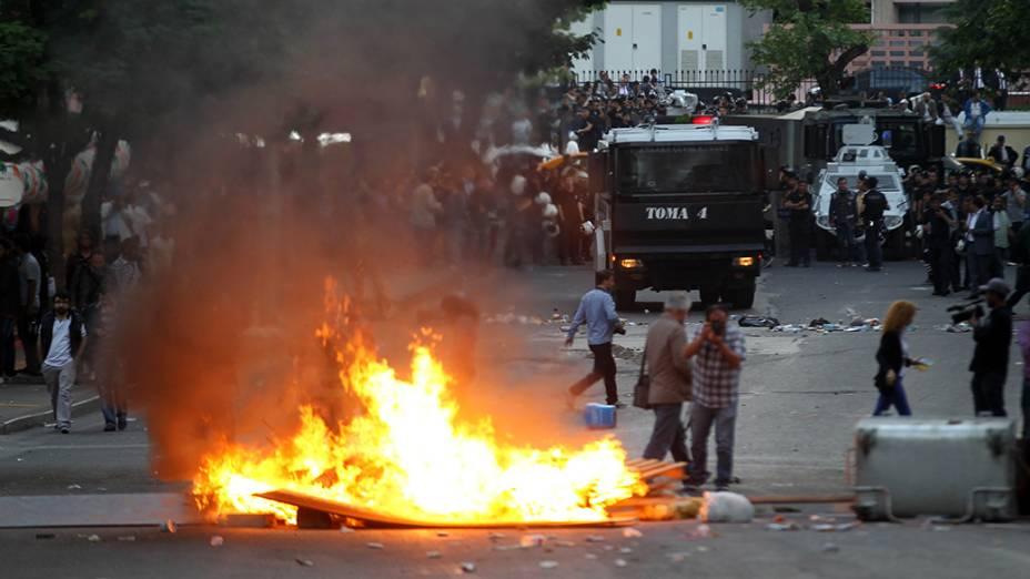 Uma manifestação em prol às vítimas do acidente da mina na Turquia acabou em violência e confrontos com a polícia