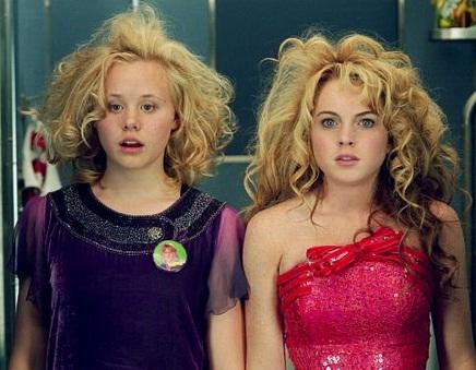 Lindsay Lohan e Alison Pill em cena de <em>Confissões de uma Adolescente em Crise</em>, de 2004