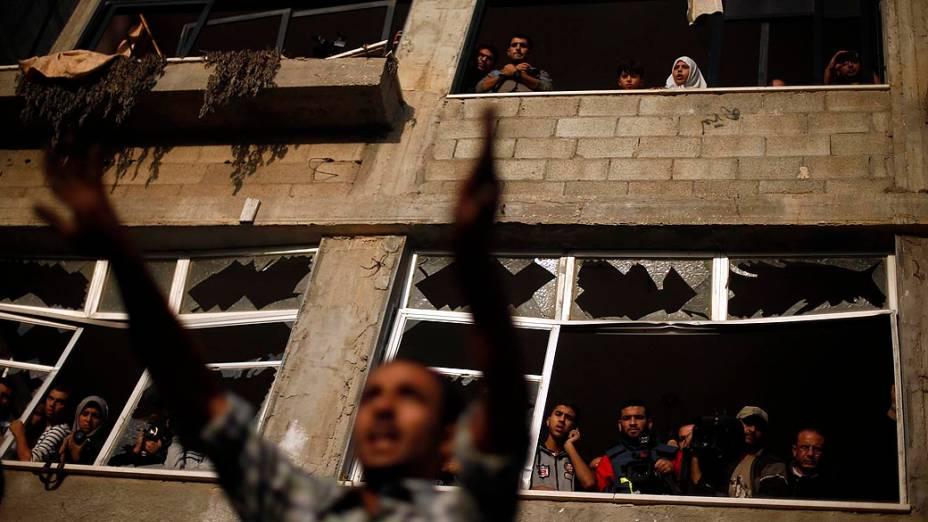 Palestino após ataque aéreo, na Cidade de Gaza