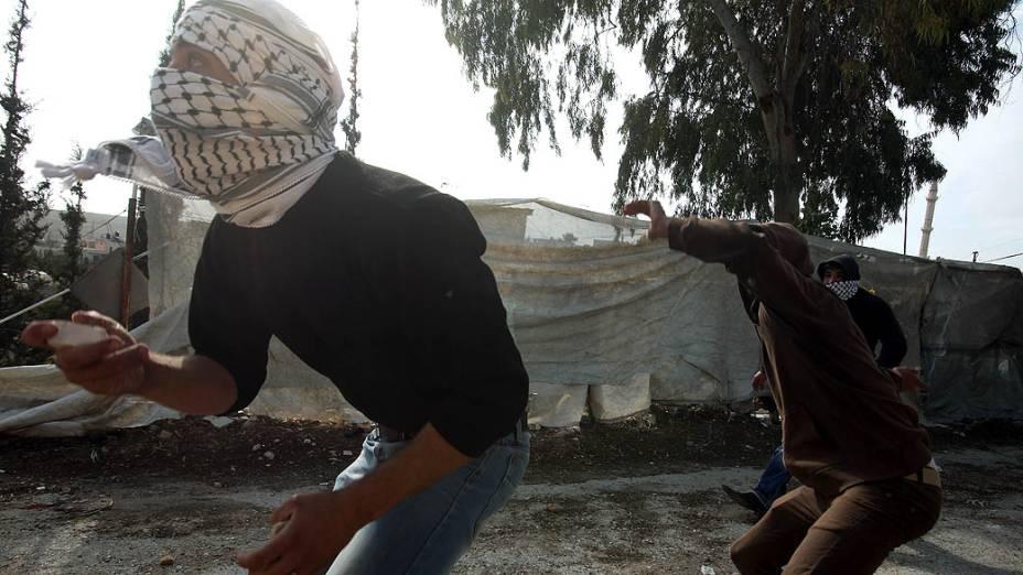 Palestinos protestam contra ataques à Faixa de Gaza