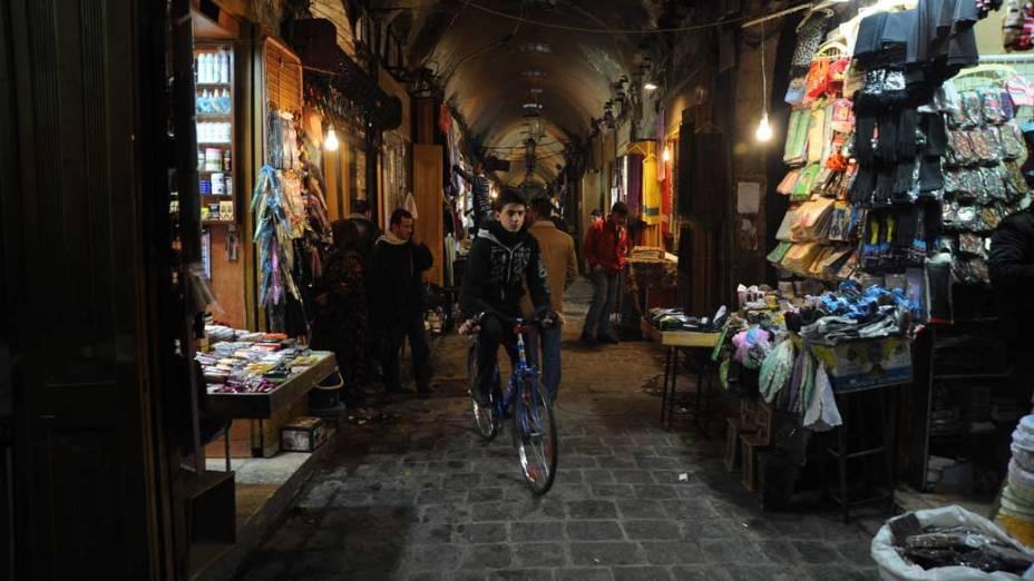 Aleppo Souk, maior mercado coberto do mundo, em Aleppo, Síria