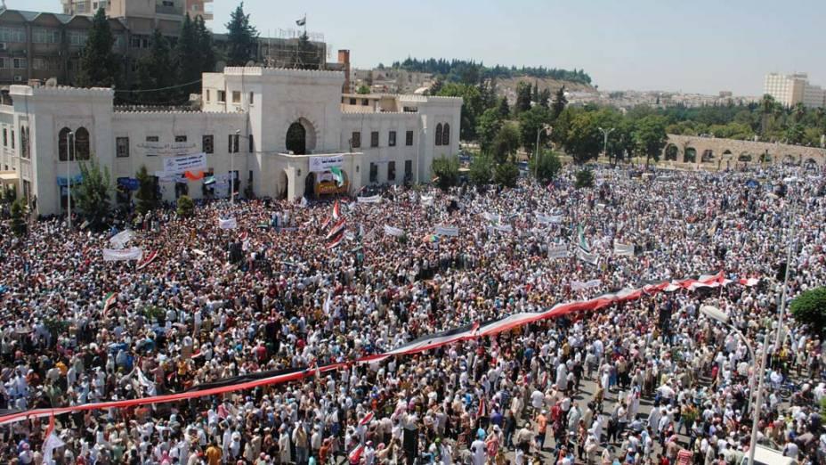 Manifestação contra o governo de Bashar al-Assad em Hama, Síria