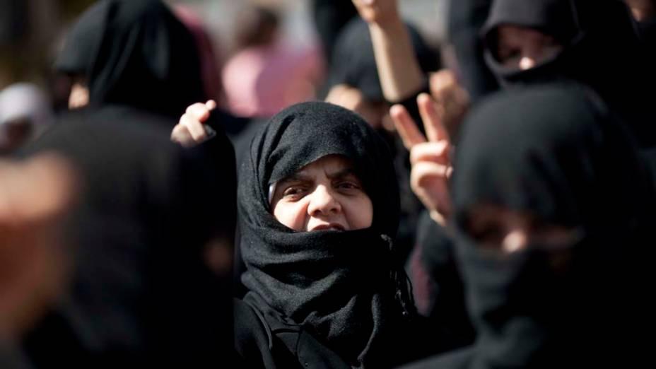 Mulheres em protesto contra o governo em Idlib, Síria