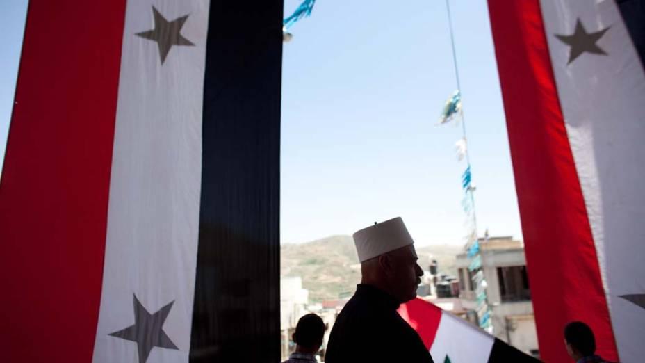 Bandeiras durante comemoração do Dia da Independência da Síria, próximo à fronteira de Israel