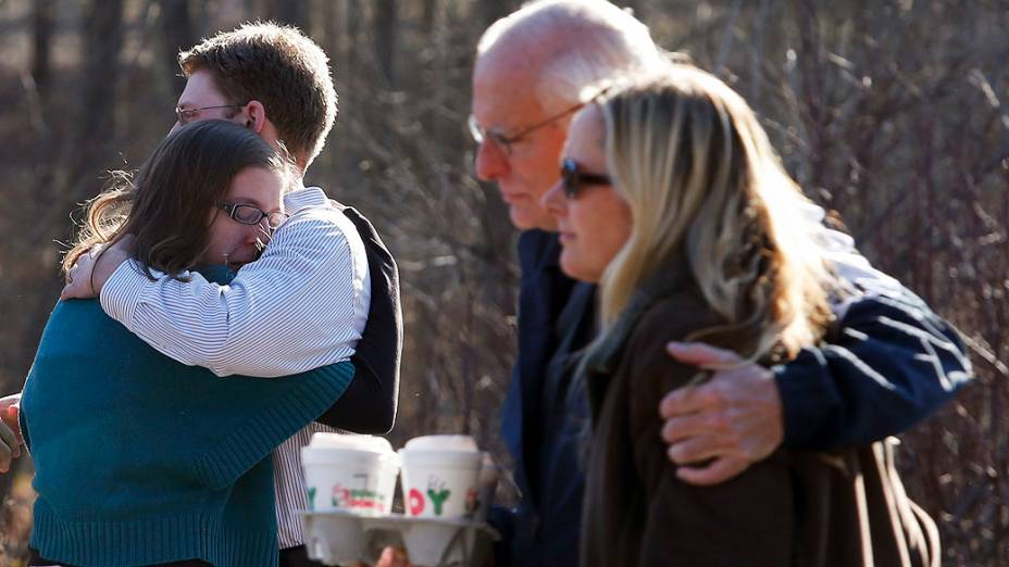 Pelo menos 27 pessoas, incluindo crianças, foram mortas nesta sexta-feira, quando um atirador abriu fogo em uma escola primária em Newtown, Connecticut