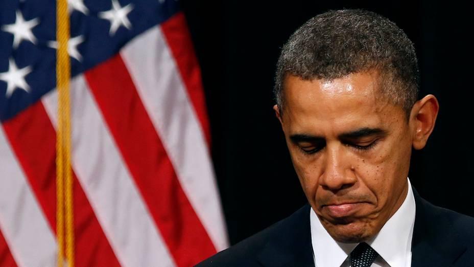 Presidente dos Estados Unidos, Barack Obama se emociona depois de falar em uma vigília realizada pelas famílias das vítimas do tiroteio na escola Sandy Hook em Connecticut