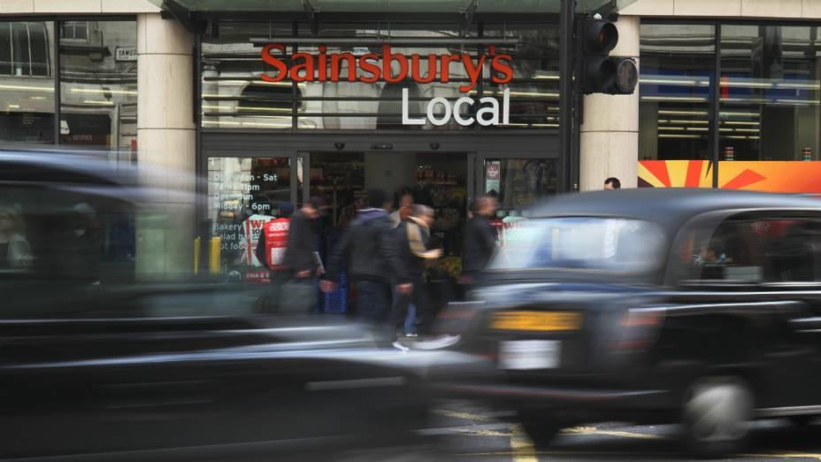 <p>A rede inglesa Sainsburys se antecipou e criou metas de sustentabilidade, que incluem compromissos com os funcionários</p>
