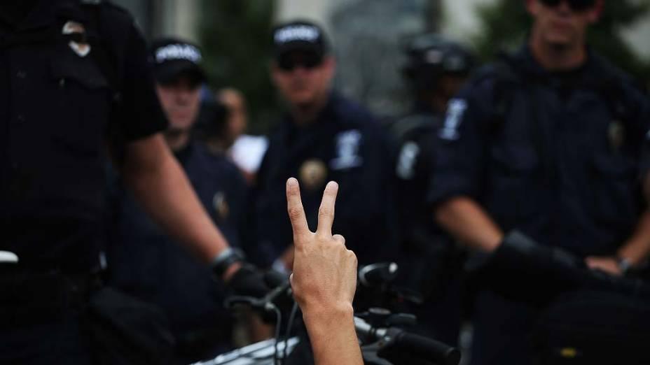 Policiais durante protesto realizado nas proximidades da Convenção Nacional Democrática em Charlotte, Estados Unidos