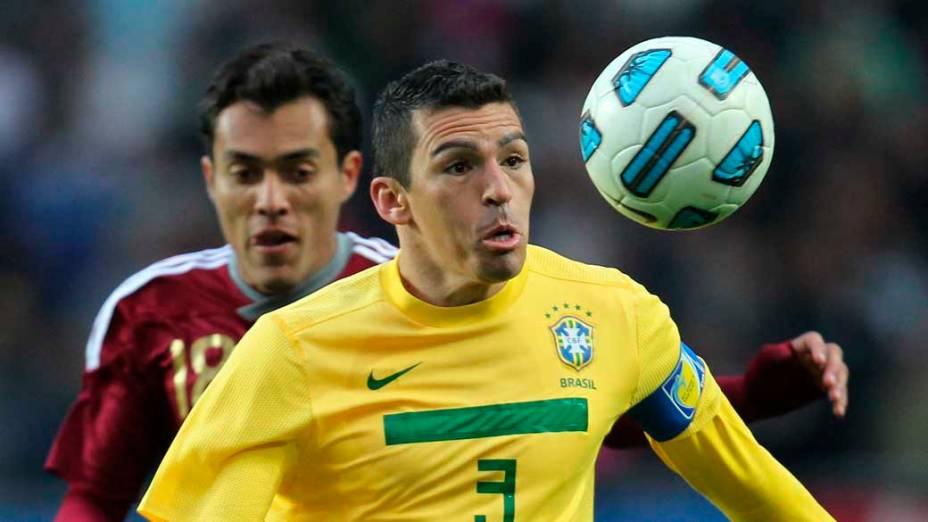 Lúcio durante partida entre Brasil e Venezuela válida pela primeira fase da Copa América, disputada na Argentina