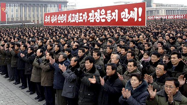 Norte-coreanos comemoram terceiro teste nuclear do país, realizado no dia 12 de fevereiro