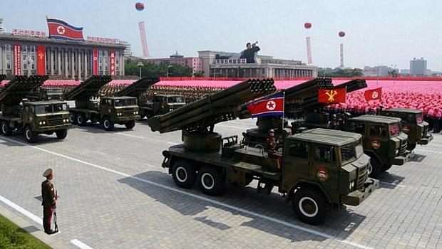 Coreia do Norte celebra aniversário de armistício com desfile militar em Pyongyang