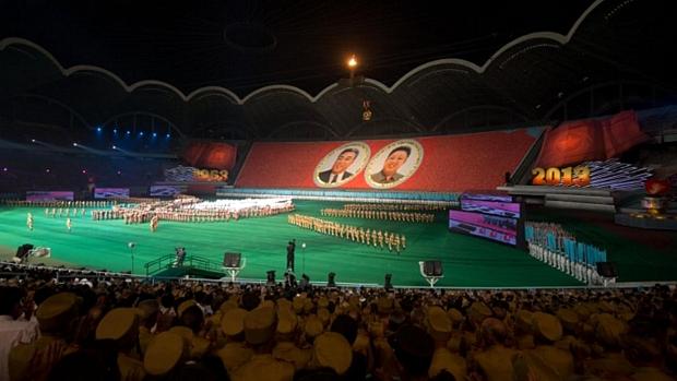 Regime norte-coreano promove apresentação no estádio Primeiro de Maio em celebração aos 60 anos do armistício