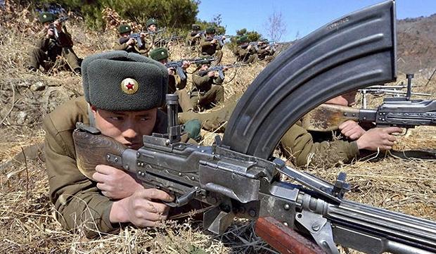 Norte-coreanos durante exercício militar, em 20/03/2013