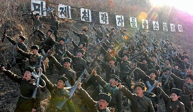 Norte-coreanos durante exercício militar, em 12/03/2013