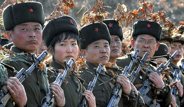 Norte-coreanos durante exercício militar, em 13/03/2013
