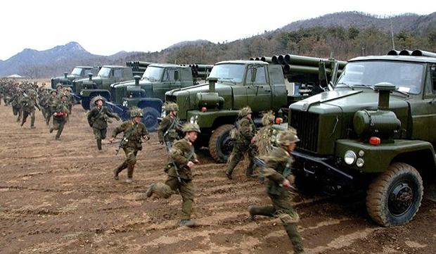 Norte-coreanos durante exercícios militares
