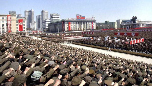 Imagem divulgada pela agência oficial norte-coreana de ato em Pyongyang em preparação para possível guerra contra EUA e Coreia do Sul