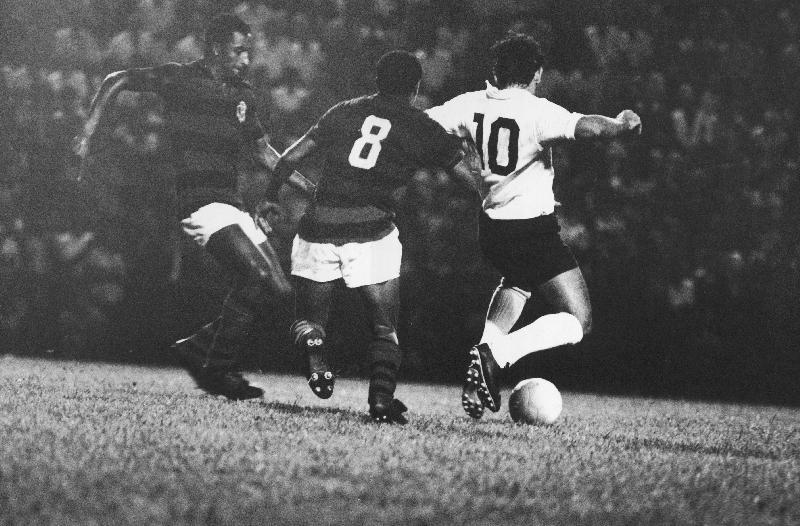 Rivellino, do Corinthians, em jogo válido pelo Torneio do Povo em 1971