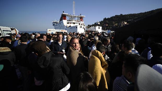 Passageiros receberam cobertores na ilha de Giglio após serem resgatados