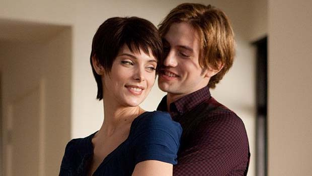 Jackson Rathbone e Ashley Greene em cena de Crepúsculo: Amanhecer - Parte 2