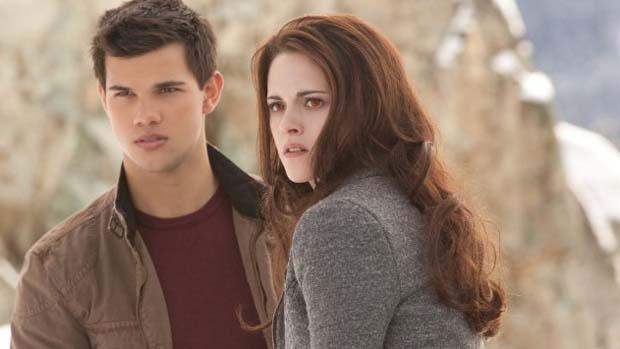 Kristen Stewart e Taylor Lautner em cena de Crepúsculo: Amanhecer - Parte 2