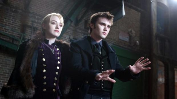 Dakota Fanning e Cameron Bright no filme Crepúsculo: Amanhecer - Parte 2