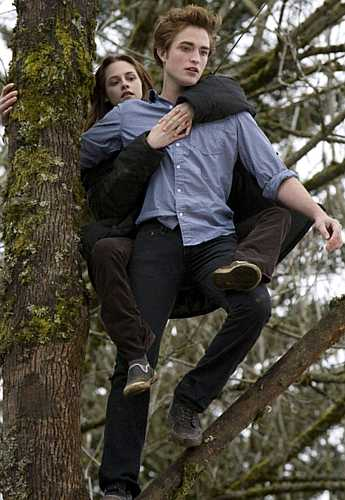 A adolescente prestes a voar com Edward, a quem a autora Stephenie Meyer deu poderes que vão além das histórias vampirescas.