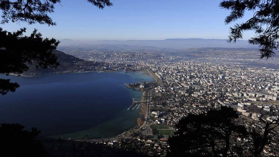 Foto de 2011 mostra o lago e a região de Annecy, na França