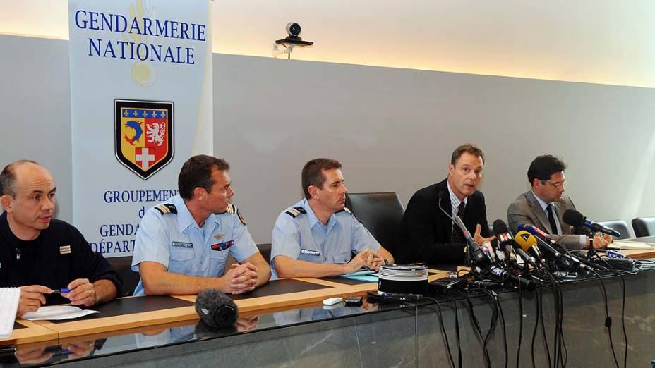 Coletiva de imprensa oficial sobre o crime em que quatro pessoas foram assassinadas em Chevaline, França