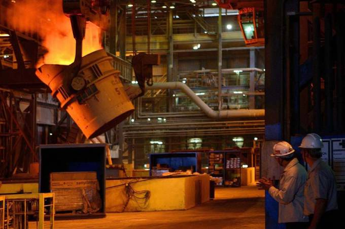 csn-funcionarios-refinaria-industria-20111206-original.jpeg