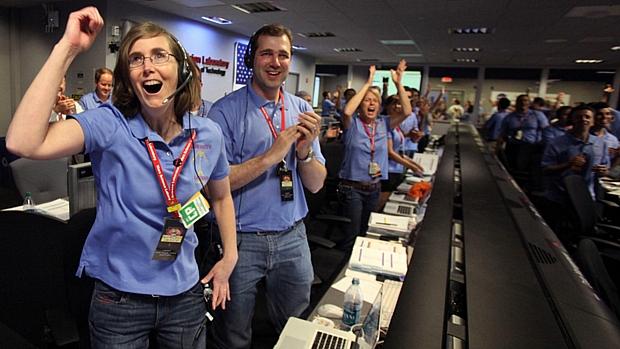 <p>Comemoração no centro de controle da Nasa na Califórnia durou quase dez minutos </p>