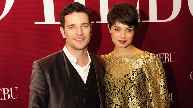 Daniel de Oliveira e Sophie Charlotte chegam juntos à festa da novela O Rebu