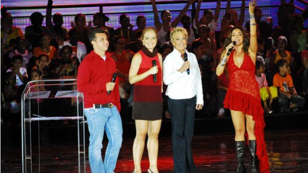Luciano Huck, Angélica, Ana Maria Braga e Daniela Mercury no <em>Criança Esperança</em>, em 2009