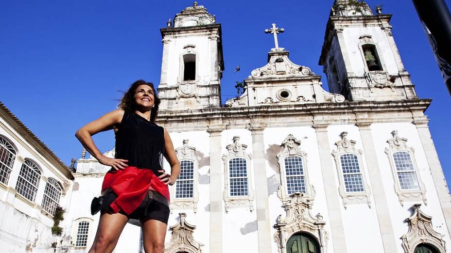 Daniela Mercury em frente a Igreja do Carmo no pelourinho