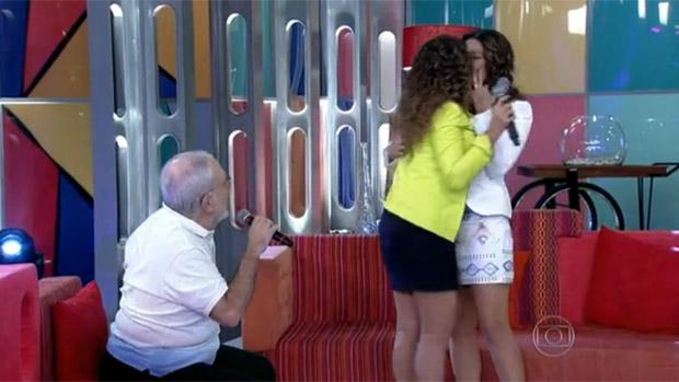 Daniela Mercury beija a mulher, Malu Verçosa, no Encontro com Fátima Bernardes, da Globo