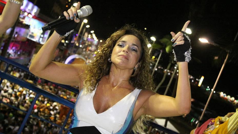 A cantora Daniela Mercury faz sua primeira apresentação no circuito Barra-Ondina